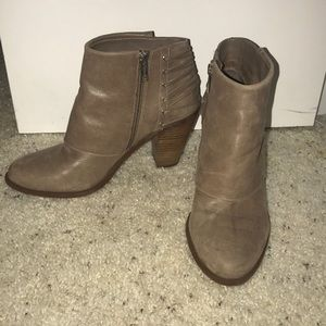 Jessica Simpson taupe booties